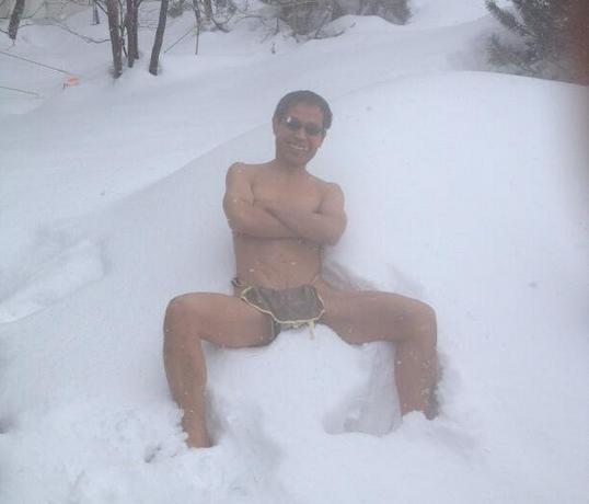 丸山和也のTwitterより「雪の吹雪く旭川」